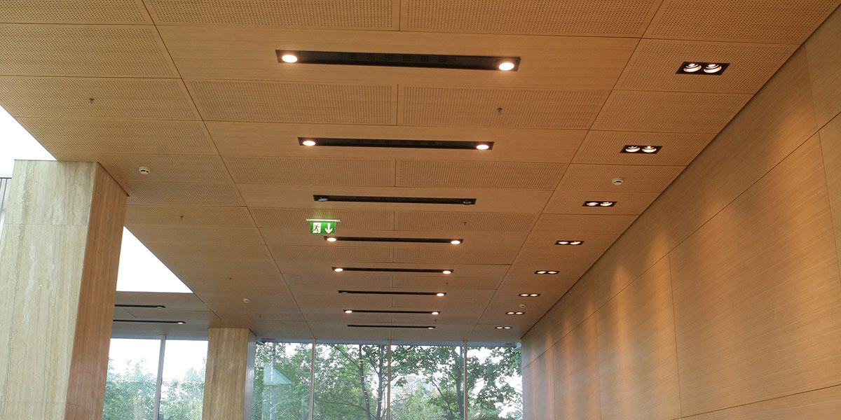 Shadbolt_veneered_panels_in_ceiling_application