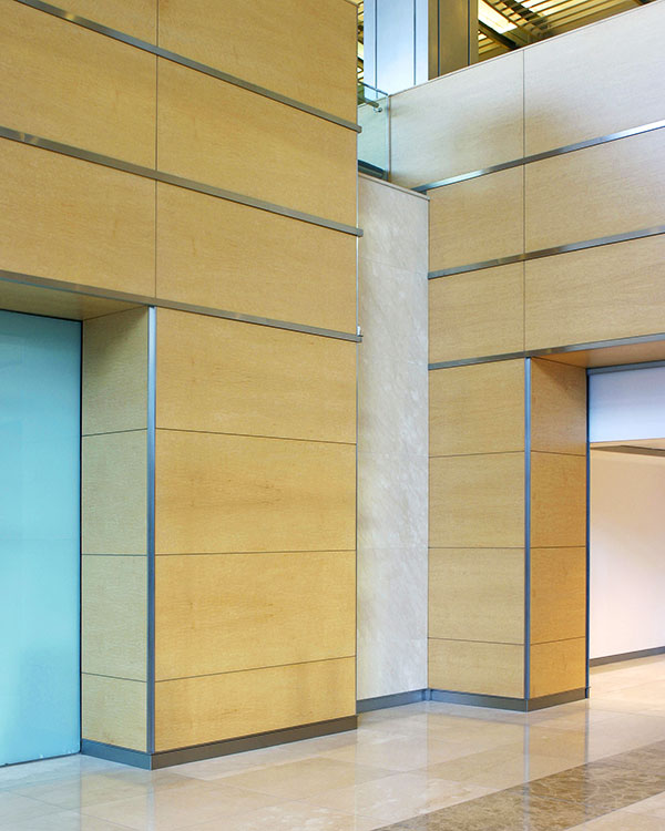 Shadbolt_veneered_wall_and_ceiling_panels_in_circulation_areas