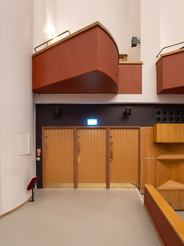Shadbolt_Fairfield_Halls_Veneered_entrance_doors_to_auditorium_internal